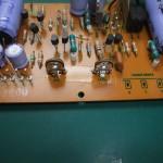 修理前の電源電圧調整用のVR
