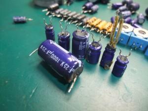 Technics(テクニクス) SP-10mk3 経年劣化でパンク・液漏れした電解コンデンサーの一部